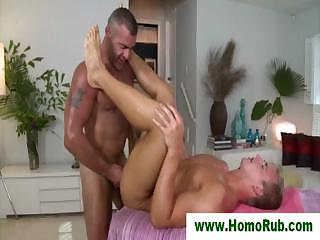 Undeceptive guy fucked for first time